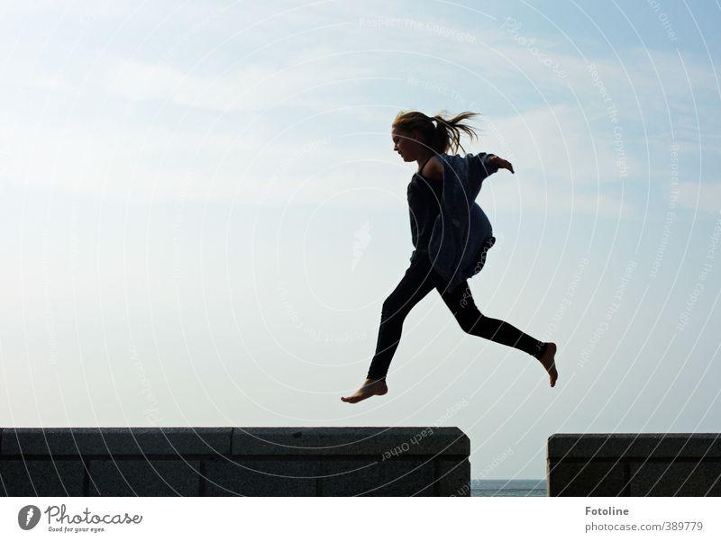 Norderney | Ich bin federleicht! Mensch Kind Himmel schön Sommer Mädchen Freude Wolken Gesicht feminin Haare & Frisuren Glück Kopf Beine springen hell