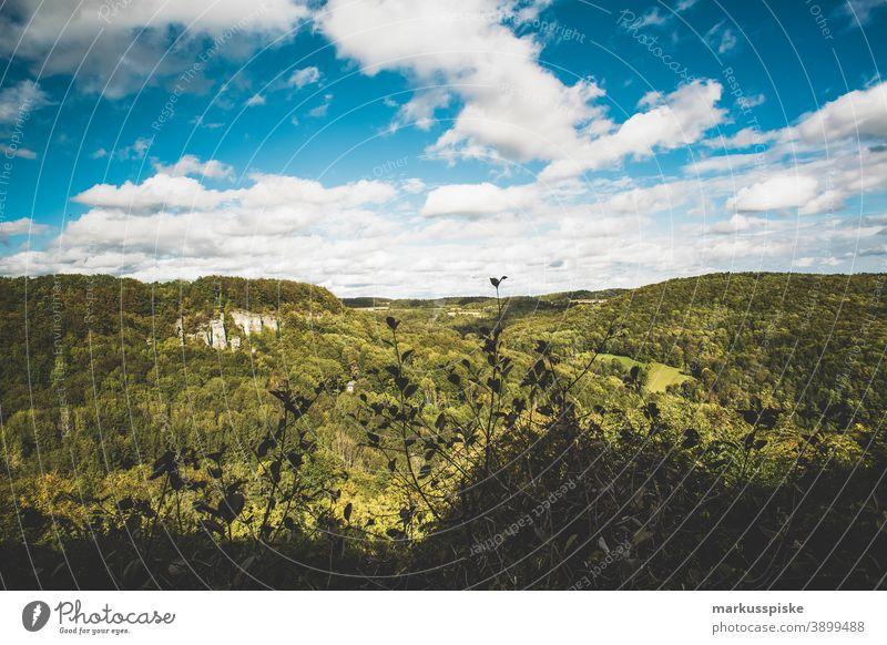 Fränkische Naturlandschaft fernsicht Aussicht wandern Tourismus Nachhaltigkeit Oberfranken Bayern wald felsen Felsformation sonne Sonnenschein Naturschutzgebiet