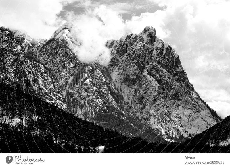 Wolken in den Dolomiten alpin Schnee Landschaft Berge u. Gebirge verschneite malerisch Natur Wälder Urlaub natürlich Himmel Italien Kiefern Ansicht Bäume Winter