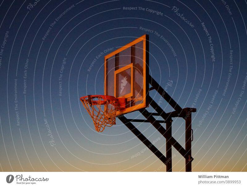 Reifen Basketball Basketballkorb Basketballplatz Stimmung dramatisch Sonnenuntergang Sport Ballsport Streetball Himmel Menschenleer Spielen Freizeit & Hobby