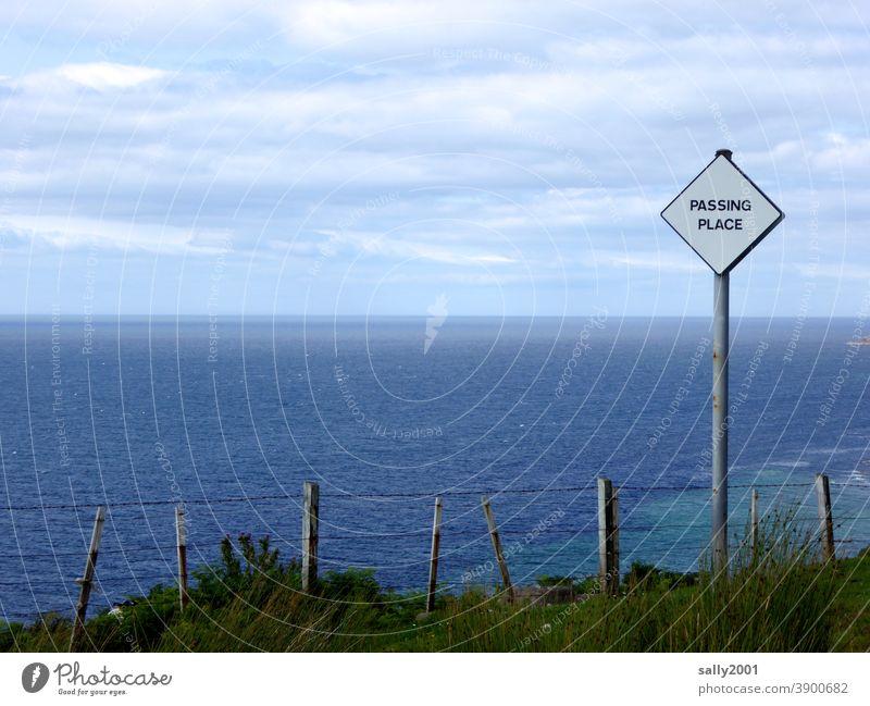 Ausweichstelle mit Weitblick... Schilder & Markierungen Hinweisschild Schottland überholen haltebucht Platz passing place Quadrat maritim eckig Verkehrszeichen