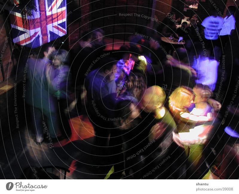 Englishman in Kiev Party Menschengruppe Tanzen Disco Club England Großbritannien