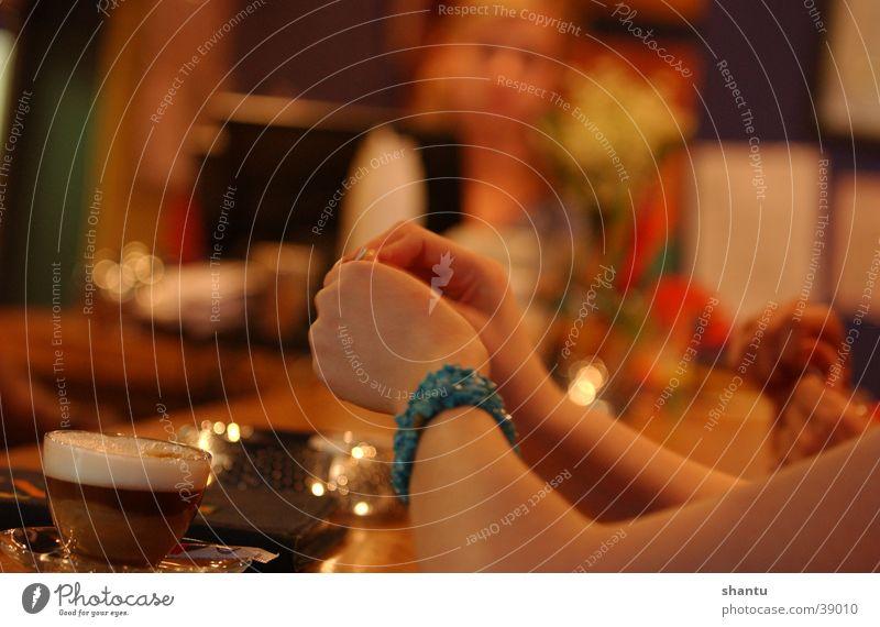 Warten im Café Kaffee Bar Uhr Café Alkohol Theke Getränk Milchkaffee