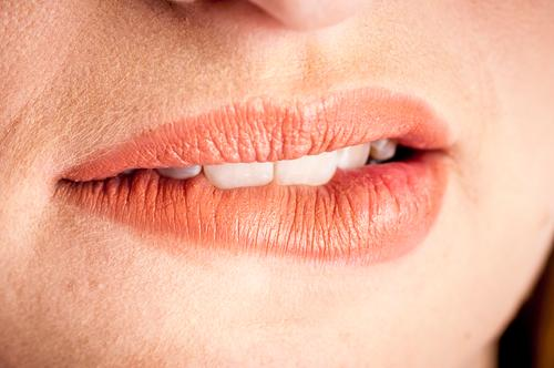 Lippen nahe mund weiblich Detailaufnahme Person Kaukasier nicht erkennbar Gesicht Menschen Lippenbläschen haut Herpes Frau Nahaufnahme Weib schoen geschminkt