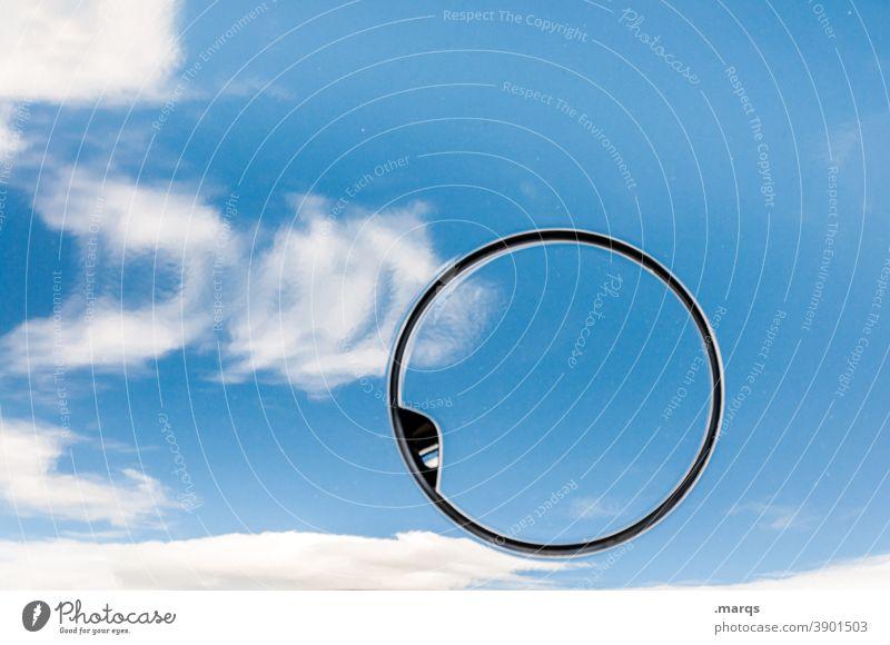 Tankdeckel tanken Rohstoffe & Kraftstoffe Benzin Diesel Ressource Umwelt Umweltverschmutzung Reflexion & Spiegelung blau Wolken Nahaufnahme Irritation Kreis