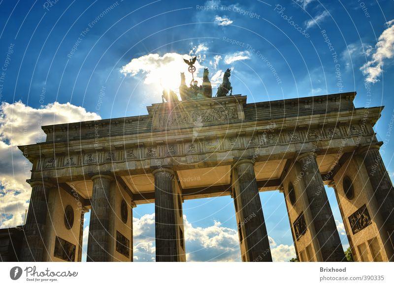 Brandenburger Tor / Brandenburg Gate - Berlin Ferien & Urlaub & Reisen Stadt Sommer Architektur Deutschland Tourismus Kraft Macht Wahrzeichen Hauptstadt