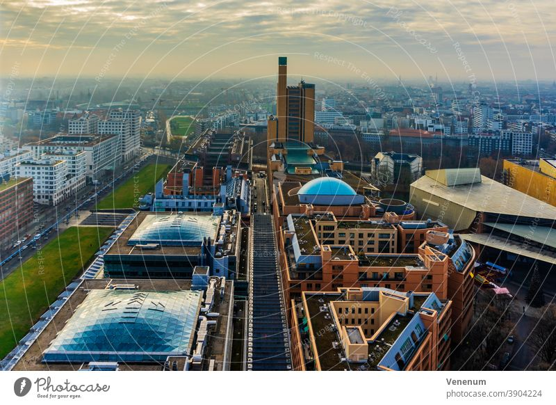 Berlin, Deutschland, 1. Dezember 2018, über den Dächern von Berlin, Panoramablick Haus Häuser Miete Appartement Mietwohnungen Gebäude flach Appartements Leben