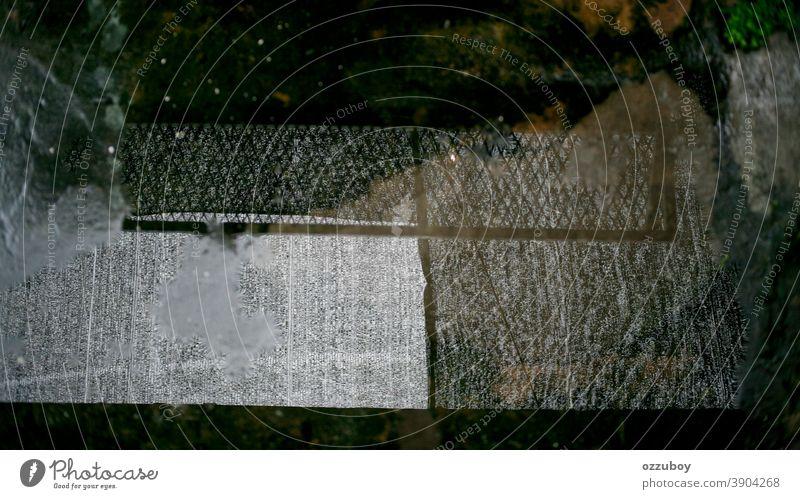 Wasserreflexion von Netzen Reflexion & Spiegelung Zaun Muster Textur Hintergrund Maschendrahtzaun Sicherheit abstrakt Drahtzaun Farbfoto voller Rahmen
