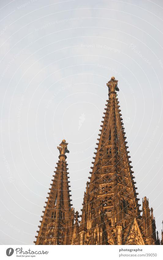 Der Kölner Dom (mal anders) Himmel Turm Spitze außergewöhnlich Gotteshäuser