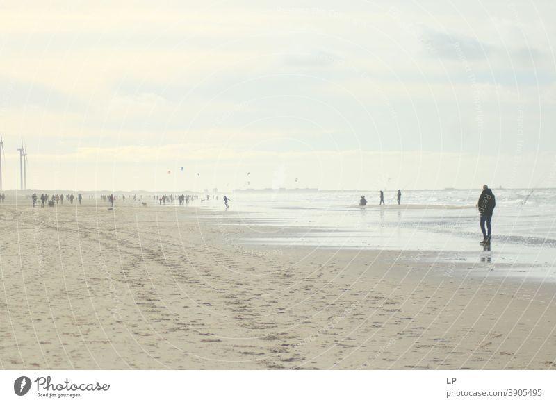 Silhouette eines Jungen am Strand Glaube und Religion betend Gebet Hintergrund weitergeben Zufriedenheit Körperhaltung Ferien & Urlaub & Reisen Menschen
