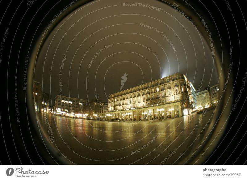 Das Dom-Hotel in Köln gelb Architektur Platz Köln Dom Scheinwerfer