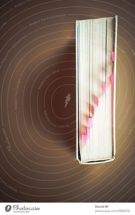 Lernen - Buch versehen mit Haftstreifen / Haftmarker lernen üben Bildung Schule Wissen Prüfung & Examen Studium