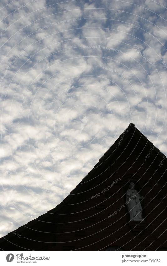 Himmel und Erde Götter Statue Wolken Gotteshäuser Kontrast Spitze