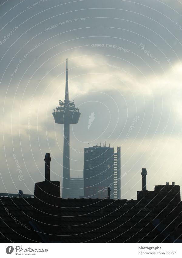 Kölner Skyline II Stadt dunkel hell Architektur Köln Skyline Fernsehturm Nachmittag Colonius - Fernsehturm