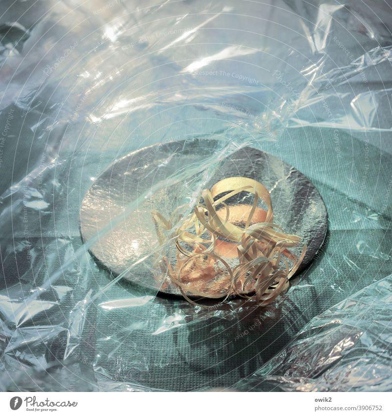 Schnipsel Plastikfolie Licht Kunstlicht Geschenkband Überbleibsel vergessen Deko Dekoration & Verzierung durchsichtig Reste Relikt Weihnachten & Advent Farbfoto