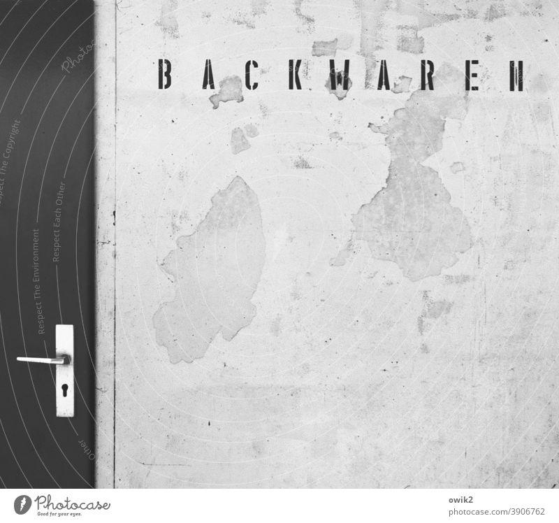 Altbacken Bäckerei Backwaren Schriftzeichen Design Stil eckig Druckschrift verfallen alt Zahn der Zeit Riss Schaden Spuren Großbuchstabe Außenaufnahme