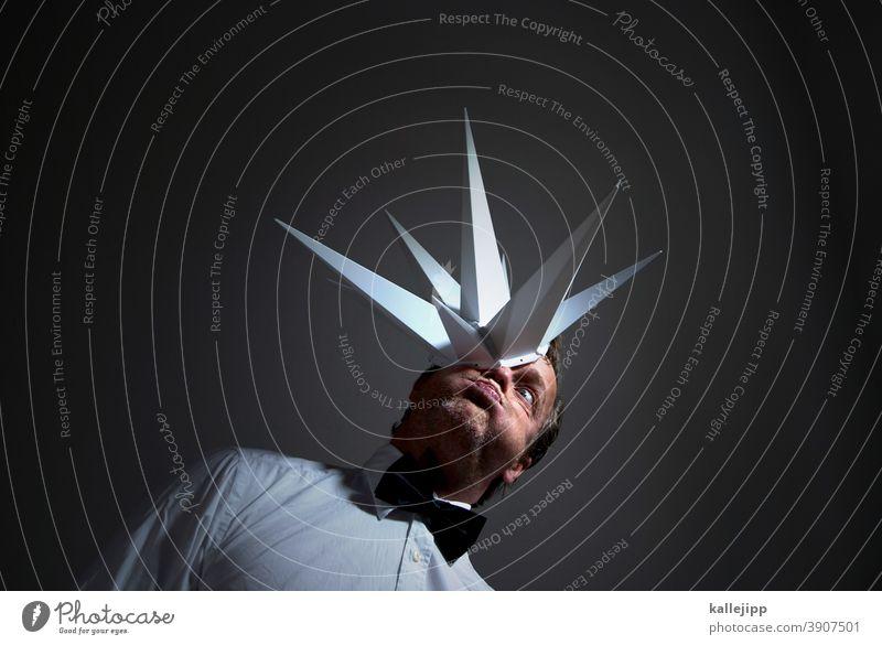 kopfschmerzen Idee ideen Kreativität kreativ kreatives Porträt konzept strategie Marketing Blitze Kopfschmerzen Explosion kopf explodiert Druck Ausbruch Konzept