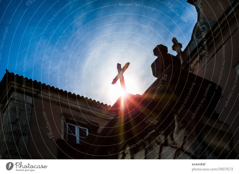 sonne im kirchlichen kreuz Religion & Glaube religion Kirche Kreuz Christliches Kreuz Christentum Farbfoto Himmel Menschenleer heilig Symbole & Metaphern