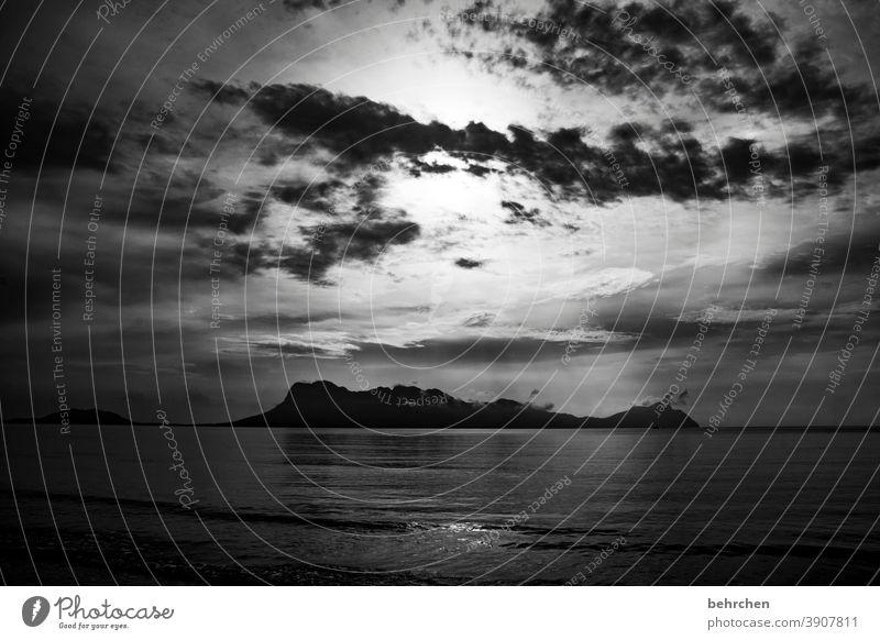 illusion | mond oder sonne?! Fernweh Ruhe Natur Ausflug Wolken Himmel Küste Wellen Abenteuer fantastisch schön Asien Borneo exotisch Landschaft Malaysia