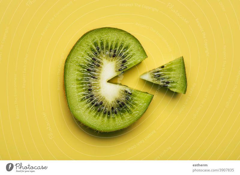 Kiwifruchtscheibe isoliert nahrhaft texturiert Kiwischeibe Zellstoff Veganer Abschnitt Natur Ernährung Querschnitt Vitamin C Portion ausschneiden Kiwi-Frucht