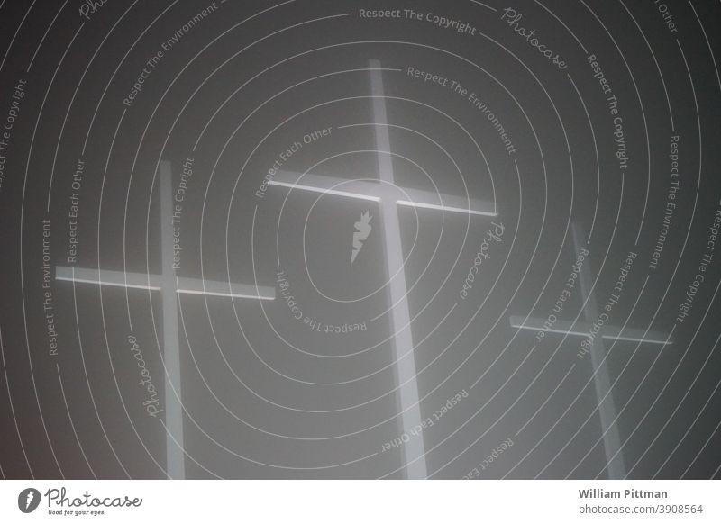 Kreuze durchkreuzen Nebel Religion & Glaube Christliches Kreuz Kruzifix Christentum Menschenleer Symbole & Metaphern Jesus Christus Katholizismus Kirche Tod