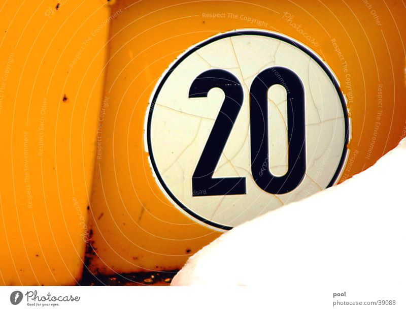 """""""twenty"""" 20 Ziffern & Zahlen Maschine gelb Kran Baumaschine Verkehr Geschwindigkeit schwarz Straßenverkehr Industrie Schilder & Markierungen Zeichen"""