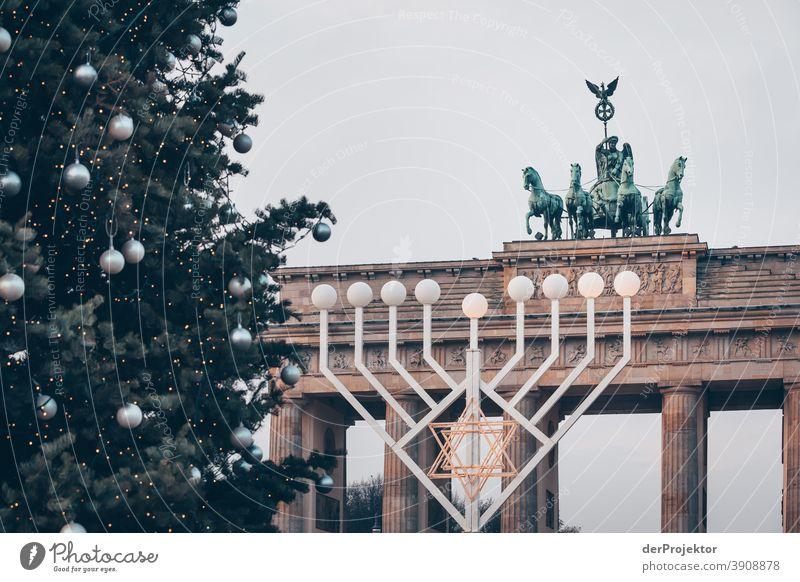 Zwei religiöse Feiern am Brandenburger Tor in Berlin pandemie Virus Coronavirus SARS-CoV-2 Corona-Virus coronavirus Herbst Maskenpflicht COVID covid-19