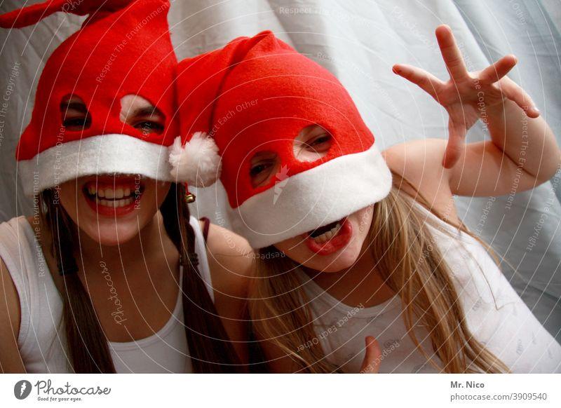 Weihnachtsmonster Weihnachten Mütze Weihnachten & Advent Nikolausmütze Feste & Feiern Winter rot frech lustig Freude Grimasse Augen Jugendliche langhaarig weiß