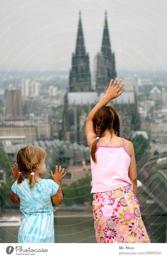 Kölsche Mädche Religion & Glaube Panorama (Aussicht) Mädchen Köln Kirche Skyline Kölner Dom Sehenswürdigkeit Bauwerk Wahrzeichen Aussichtsturm Stadt Glasscheibe