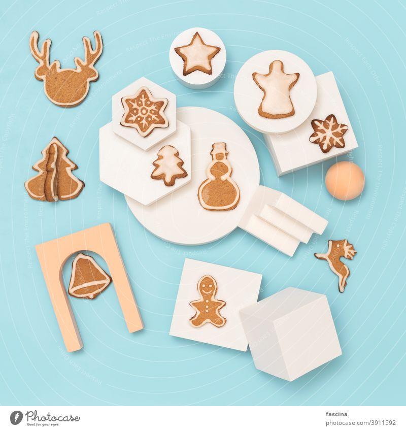 Weihnachts-Lebkuchenplätzchen Leinwand, Kopierraum Weihnachtsbäckerei Textfreiraum flache Verlegung Weihnachtsküche Weihnachten Cookies Blauer Hintergrund