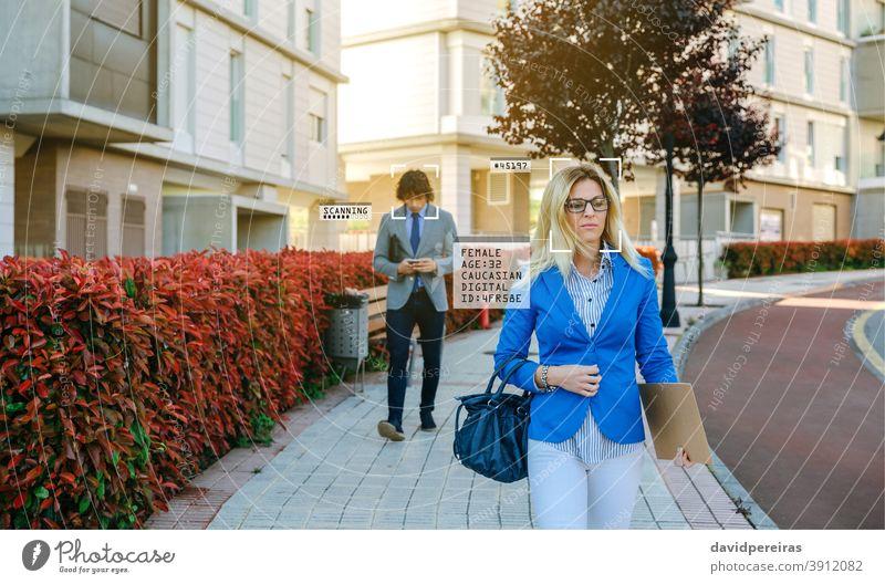 Per Gesichtserkennung erkannte Personen auf der Straße Künstliche Intelligenz persönliche Informationen biometrische Erkennung Privatsphäre id identifizieren
