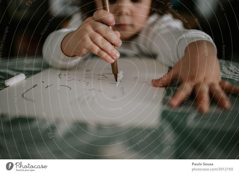 Kinder zeichnen zu Hause niedlich Kindheit Kaukasier 1-3 Jahre Glück Freude Spielen Fröhlichkeit Mensch Farbfoto Kleinkind Kreativität Freizeit & Hobby Bildung