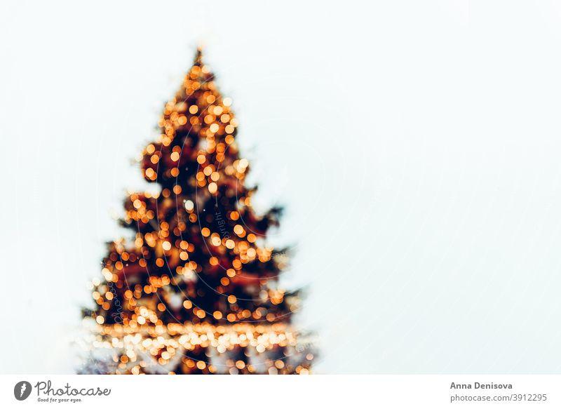 Defokussierter Weihnachtsbaum mit Bokeh Hintergrund Weihnachten Baum Neujahr Feiertag Einladung weiß saisonbedingt festlich Dekoration & Verzierung Postkarte