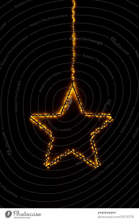 brennender Stern, Lichterkette um einen Stern gewickelt Feuer Brand Flamme heiß Wärme Weihnachten & Advent gelb Feste & Feiern dunkel anzünden Lichterketten