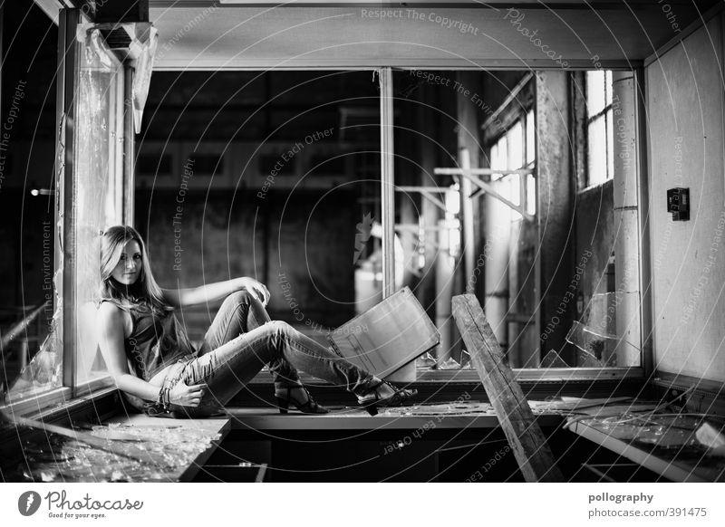 jeder hat mal seine 5minuten.. Mensch feminin Junge Frau Jugendliche Erwachsene Leben Körper 1 18-30 Jahre Schönes Wetter Fenster Jeanshose Gefühle Kraft