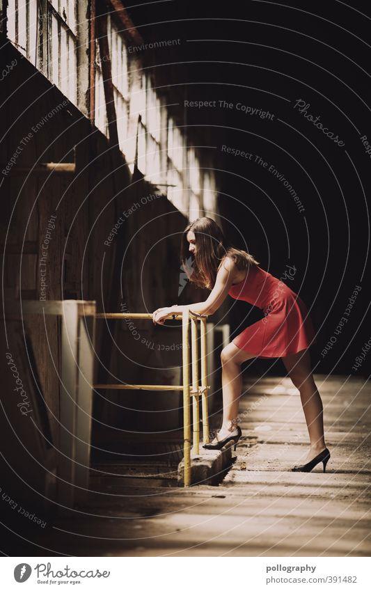 I miss something... Mensch Frau Jugendliche schön rot Einsamkeit ruhig Junge Frau Erwachsene Fenster 18-30 Jahre Leben Gefühle feminin Traurigkeit Körper