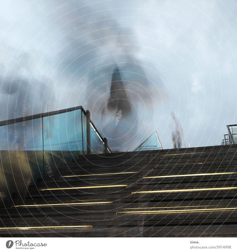 flüchtige Begegnungen | corona thoughts treppe geländer geister verschwommen himmel grau bewegung glasscheibe mehrere schatten unterwegs rätsel geheimnisvoll