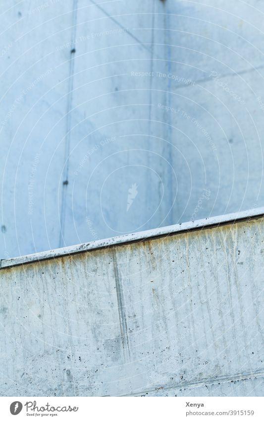 Stahlblau mit Betonwand Wand Architektur Gebäude Mauer Fassade Menschenleer Außenaufnahme Farbfoto Schräge abstrakt Strukturen & Formen Bauwerk