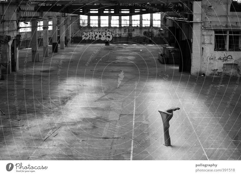 abstract bodies (24) Mensch Frau Jugendliche Junge Frau Erwachsene Graffiti 18-30 Jahre Leben feminin Gebäude Körper leer Stoff Surrealismus Lagerhalle Halle