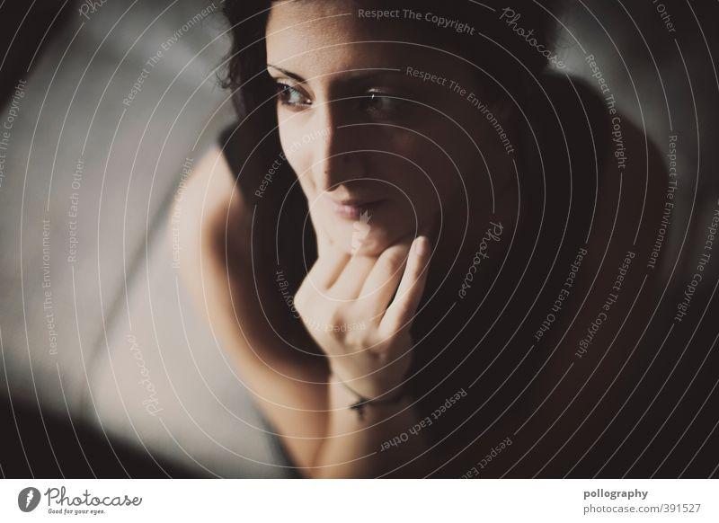 was bringt mir die zukunft? Mensch Frau Jugendliche Hand Einsamkeit ruhig Erwachsene Gesicht 18-30 Jahre Leben Gefühle feminin Denken Körper authentisch Fröhlichkeit