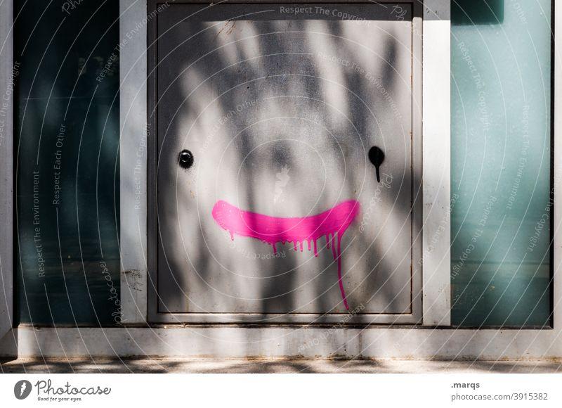 :) Tür Tor Schattenspiel Graffiti lachen Gesicht Wand geschlossen Fassade positiv Fröhlichkeit zuversicht