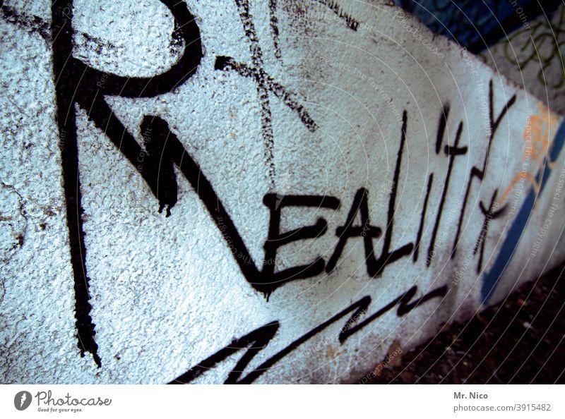Reality reality Wirklichkeit wirklich Zukunft Graffiti Wand Mauer virtuell schwarz weiß Realität realistisch Schriftzeichen Text Englisch Buchstaben