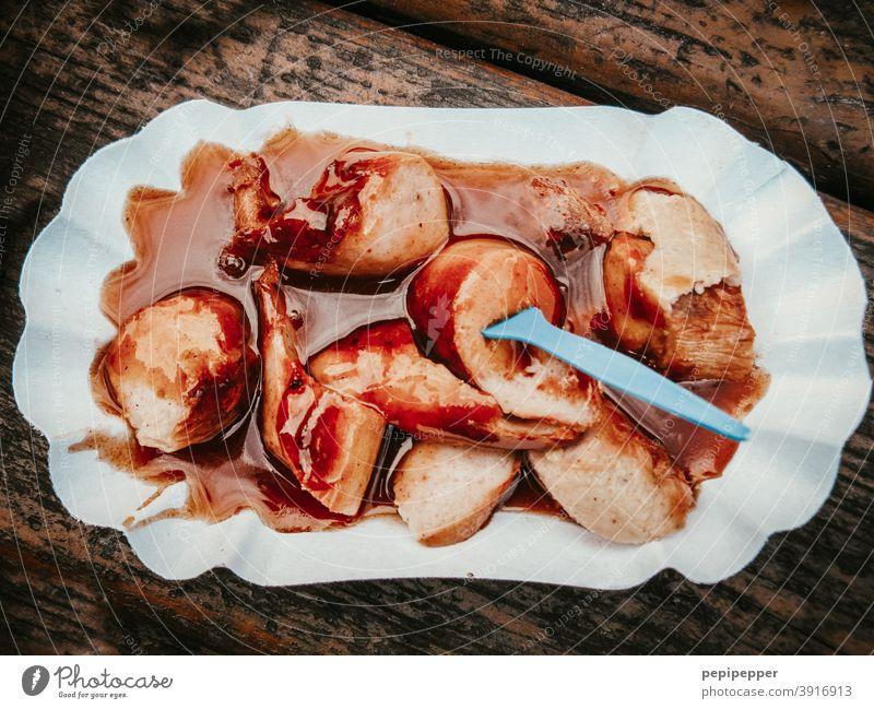Currywurst Fastfood Wurstwaren Lebensmittel Ernährung Farbfoto Essen Mittagessen Fleisch lecker Appetit & Hunger Fett ungesund Nahaufnahme Pommes frites
