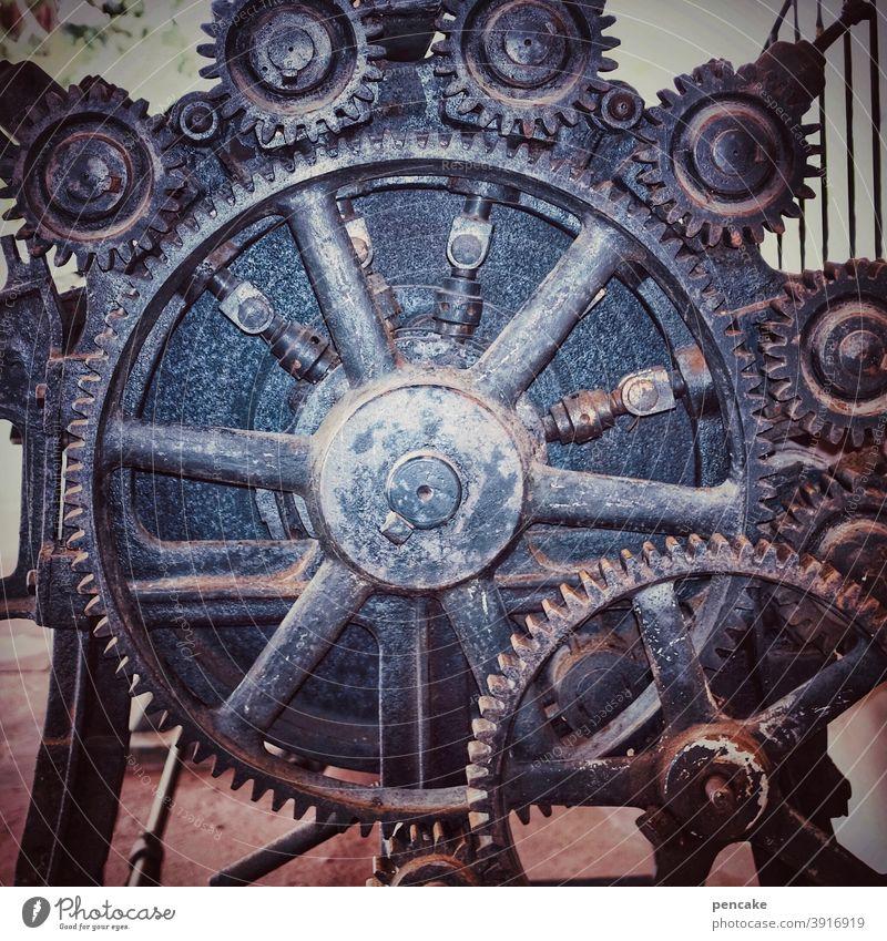 räderwerk der | zeitgeschichte alt Maschine Zahnrad greifen historisch Erfindung Freudenstadt Wäschemangel 19 jahrhundert Industrie Mechanik Rad Getriebe