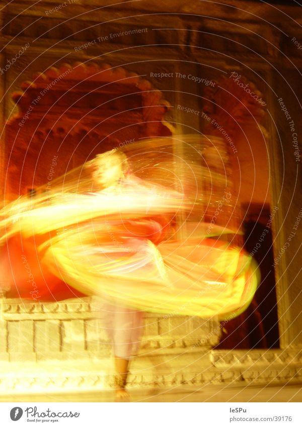 Tanz Indien Langzeitbelichtung Nacht Ferien & Urlaub & Reisen Ferne Naher und Mittlerer Osten Physik Club Tanzen Flamencotänzer Tänzer Rajastan Brand Bewegung