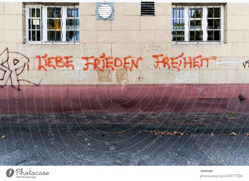 Liebe Frieden Freiheit Menschenrechte Leben Graffiti Schriftzeichen Fassade Mauer Wand Menschlichkeit