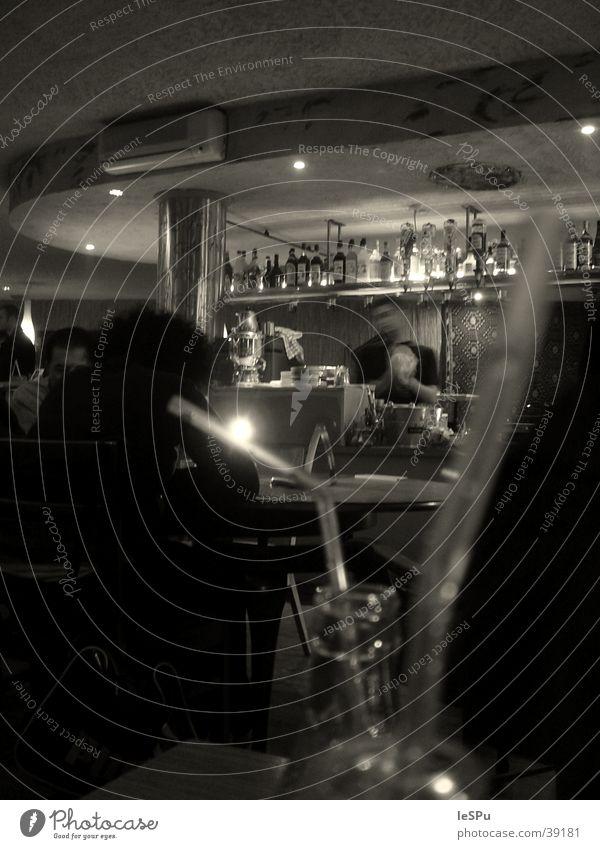 Bar Getränk Gastronomie Mensch Alkohol Shaker Halm Kneipe Schwarzweißfoto Stimmung