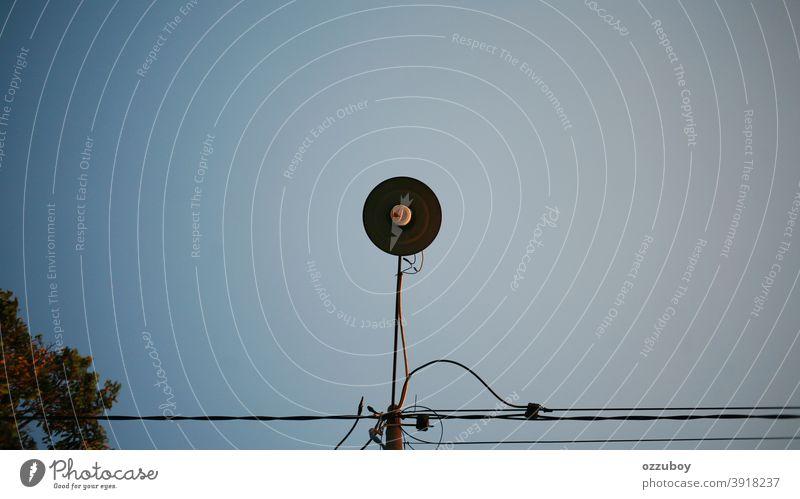 Straßenlampe Textfreiraum Peitschenlaterne einfach Einfachheit Technik & Technologie Hintergrund Beleuchtung leuchten Farbfoto Straßenlaterne Metall Tag