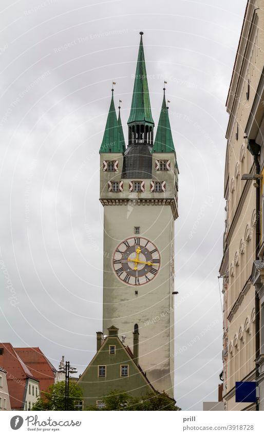 Stadtturm in Straubing stadtturm Turm Niederbayern Bayern deutschland architektur Gebäude kultur Tradition altstadt Sommer Haus Fassade hausfassade uhrturm