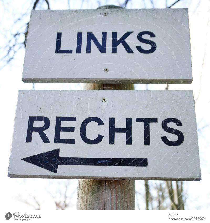 """Von Rechtsverdrehern gelinkt / auf zwei übereinander angeschraubten Schildern steht """"LINKS"""" und """"RECHTS"""" - auf dem Schild """"RECHTS"""" zeigt der Pfeil nach links / das andere rechts / Orientierung / Richtung"""